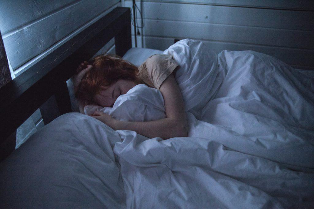 Beim Schlafen produziert die Zirbeldrüse Melatonin